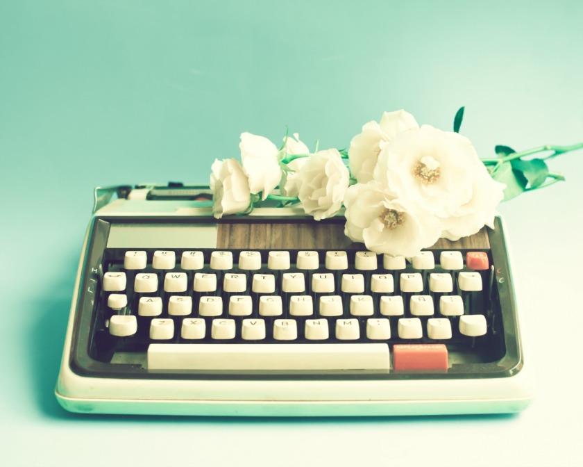 Contact-typewriter-vintage