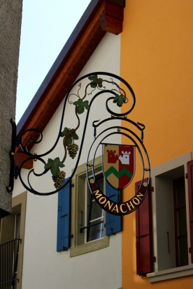 The insignia of Monachon wines.