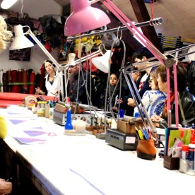 Chris Murner explaining her craft to visitors in her atelier during Les Journées des Métiers d'Art 2016.