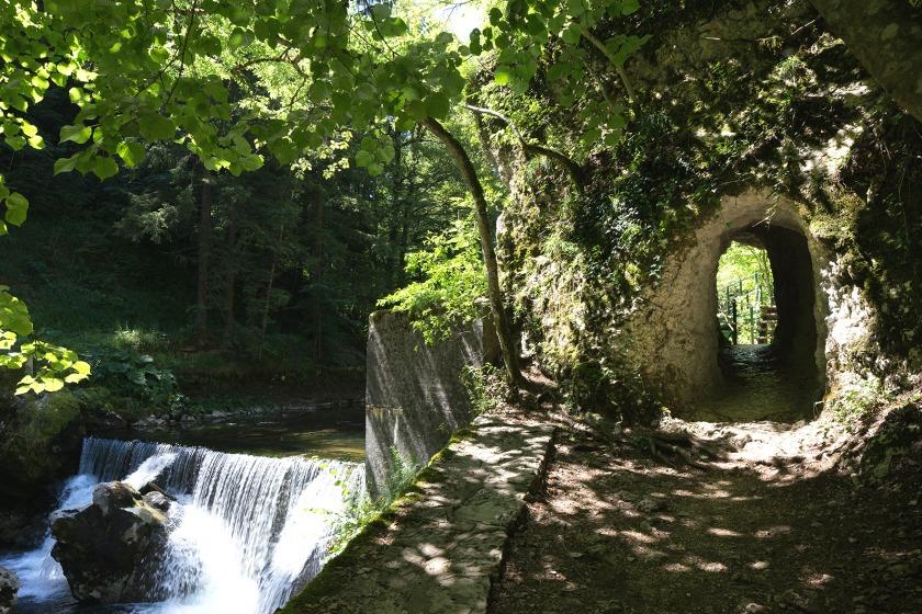 swiss heritage hiking trails
